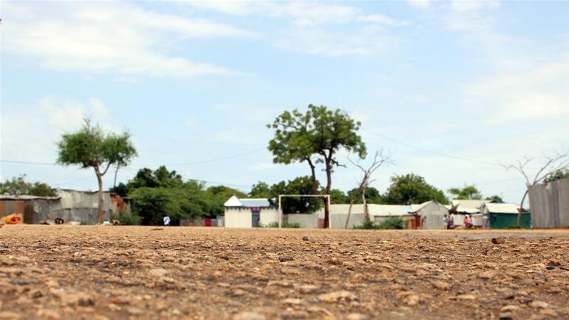 Pemerintah Somalia dan Uni Afrika membantah kelompok bersenjata menutup lapangan sepakbola di Mogadishu