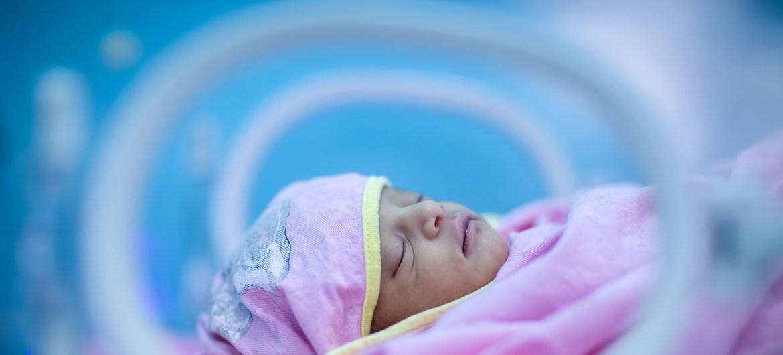 Bayi prematur dijaga tetap hangat di inkubator di Unit Perawatan Intensitas Neonatal (NICU) yang didukung UNICEF di Rumah Sakit Umum Assosa, di daerah terpencil Benishangul-Gumuz di Ethiopia, pada Januari 2018.